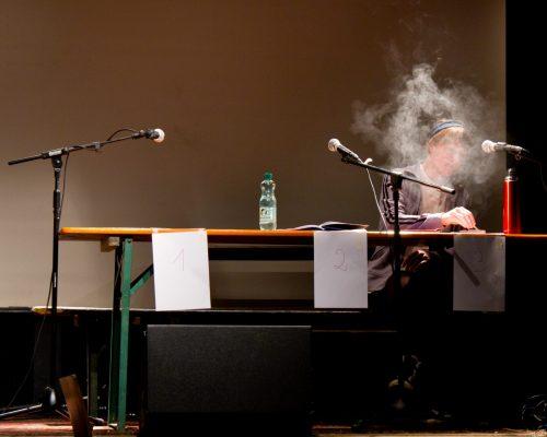 unentwegt dringt sauerstoff ein tON/NOt Triebwerk7 pmk Innsbruck Philipp Rudig